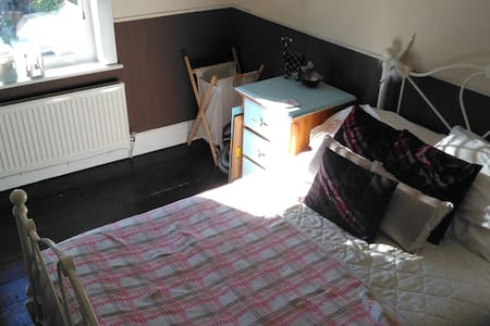 Double Room - close to Newport town centre / M4 - Newport