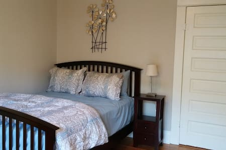 Charming room close to downtown!