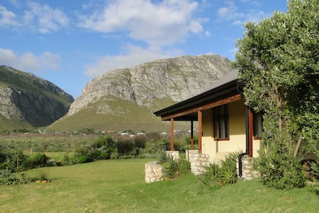 The Moat House - Betty's Bay - Bungalo