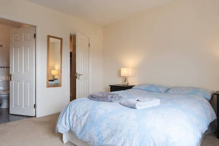 City Double Ensuite & Free Parking - Galway - Wohnung