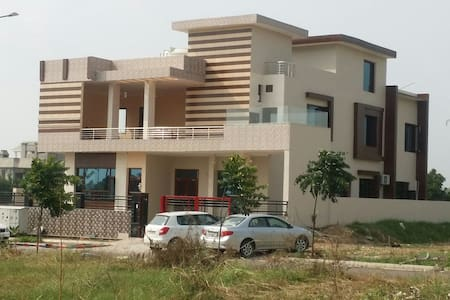 Foot Hill Stay Home New Chandigarh - Casa