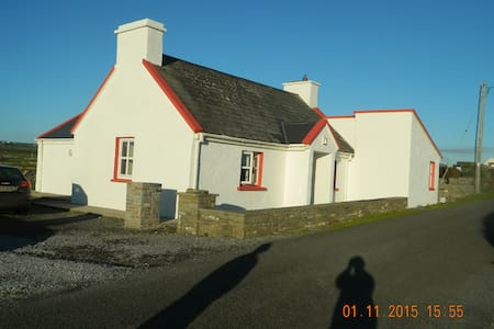 Pake's Cottage - Clare - House