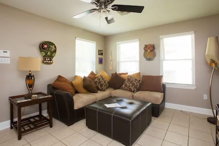 Cute, cozy room for Voodoo Fest ! - Chalmette - Maison