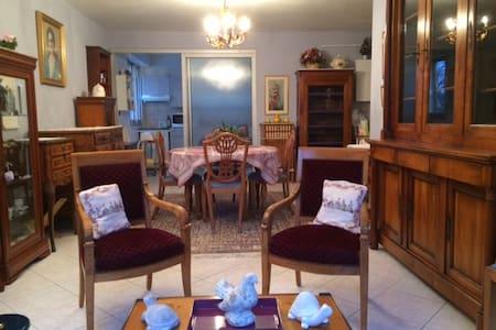 Appartement entier meublé (64 m2)T2 - Lägenhet