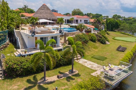 Spectacular beach house in Punta Barco Resort - Panamá Oeste - House