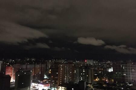迷人幽靜的樓中樓,讓人置身於雲海中,那樣的輕鬆~~~遠眺青山自在~~~ - 台中市 - Casa