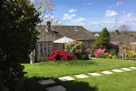 Buxted. Unwind here or explore the countryside! - Bungalow