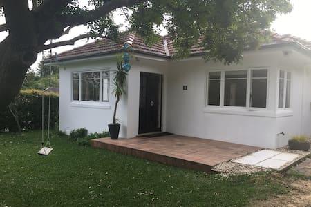 Beautiful family home near beaches - Haus