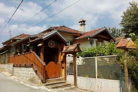 Къща за приятели Митрето - Тодювци - Casa
