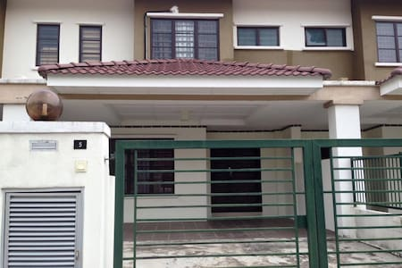 NEW HOMESTAY HOUSE NEAR UKM/GMI - House