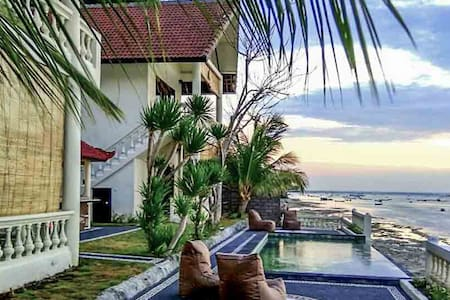 4 bedroom villa with pool and sea view in Ceningan - Villa