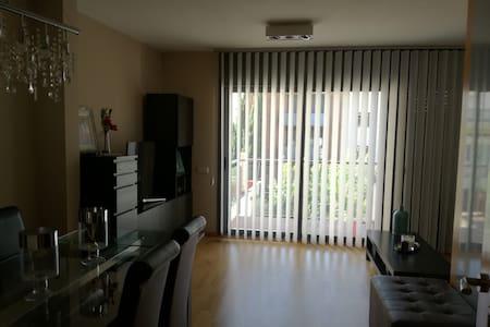 Piso muy bien comunicado con BCN, Fira y Aeropuert - L'Hospitalet de Llobregat - Apartamento