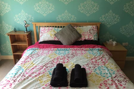 Large room with ensuite - Central Maidstone - Appartamento
