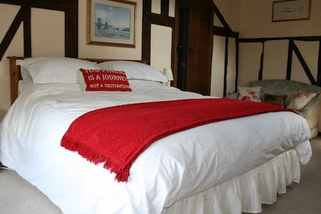 Red Ley B & B near Hay King bed E/S - Bed & Breakfast