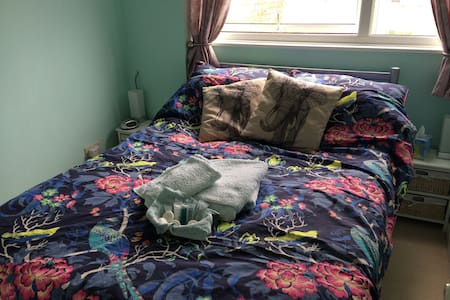 Bijou double room, 45mins to London - Bed & Breakfast