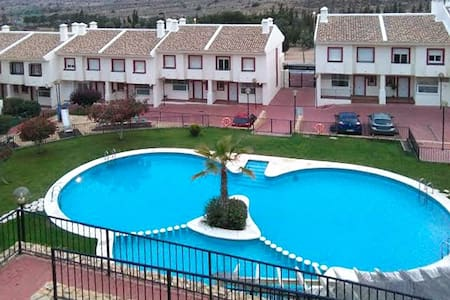 Sonniges Haus mit Swimmingpool - Haus