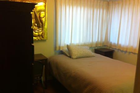 Room near CSUN - Dom