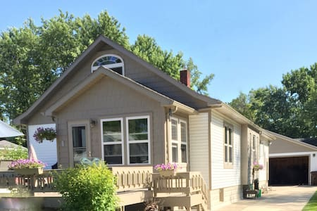 Mystic Cottage: a 1940s South Haven Beach Bungalow - Casa