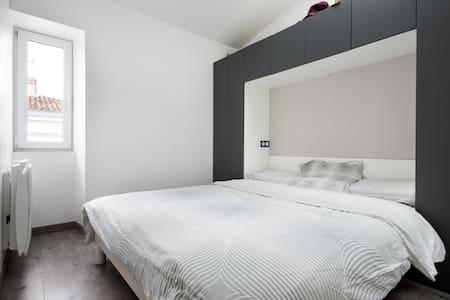 Type de logement: Logement entier Type de lit : Vrai lit Type de propriété: Appartement Capacité d'accueil : 2 Chambres : 1 Salles de bain : 1