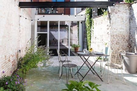 Duplex St-Gilles - 40m2 courtyard - Lakás