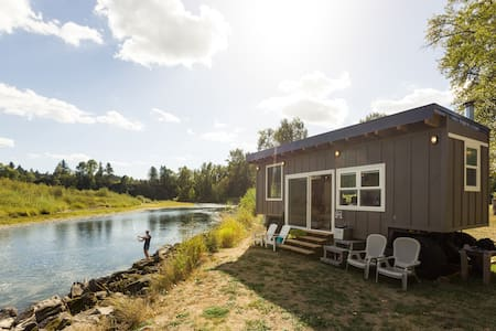 Tiny River House on Clackamas River - Cabanya