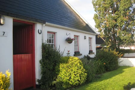 Curaheen Cottage - House