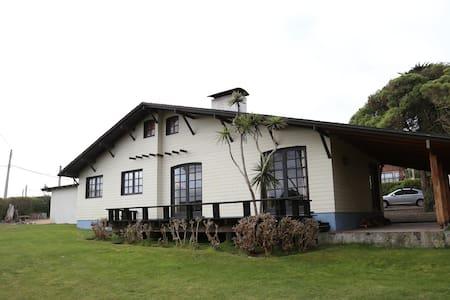 Amplia casa en Santo Domingo - Casa