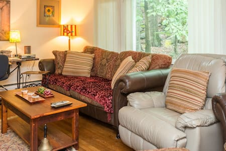 Country Hideaway off Windmill Road. - Armonk - Casa