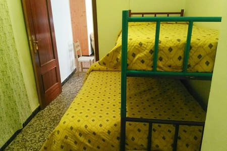 Habitación con dos camas - Argamasilla de Alba - 独立屋