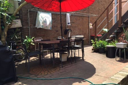 Prime location, offering basics at buget price - Enmore - Bed & Breakfast