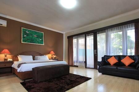 Spacious Suite - Close to Seminyak beach. - Condominium