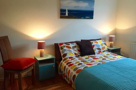 Little house beside Greenway amenities - Newport - Hus