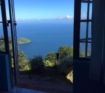 Mahogany Ridge Rainbow Toucan Room - Port of Spain - Bed & Breakfast