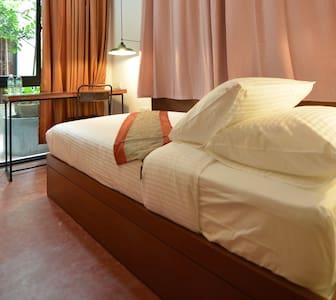 Single Room with Ensuite Bathroom - George Town - Bed & Breakfast