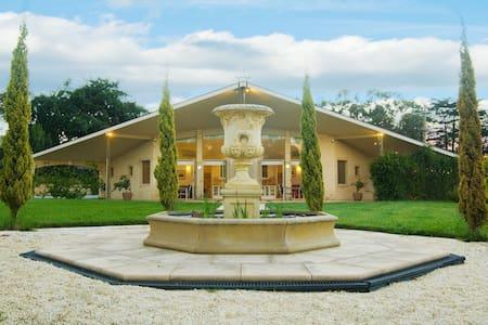 The Gatehouse at Villa Raedward - Apartment