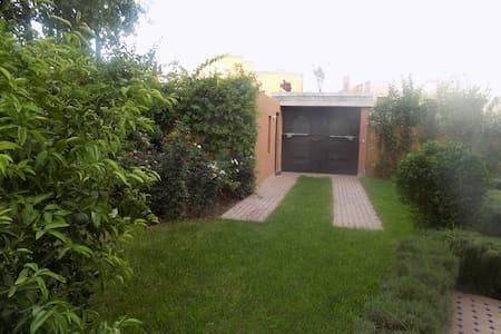 Targa : chambres dans une villa avec piscine - Villa