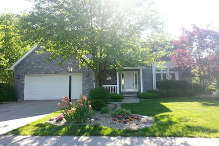 Full Basement with Own Entrance & Private Bathroom - Peoria - House
