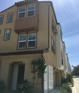 a guest room with a private bathroom - San Gabriel - Townhouse
