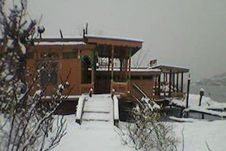 Shamus Maqbool Group Of Houseboat Dal lake - Srinagar - Casa de huéspedes