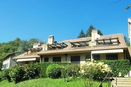 Mini-loft con terrazzino - Lägenhet