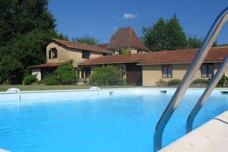 La Trufferie - Dordogne - Sleeps 4 - Hus