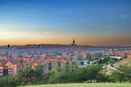 Disfruta de Madrid con esta habitación - Lejlighed