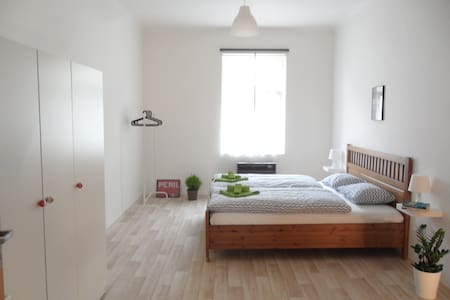 Centric apt for 2 or 3 - Wohnung