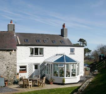 Farmhouse- twin rm- 10 mins from Colwyn Bay, Conwy - House