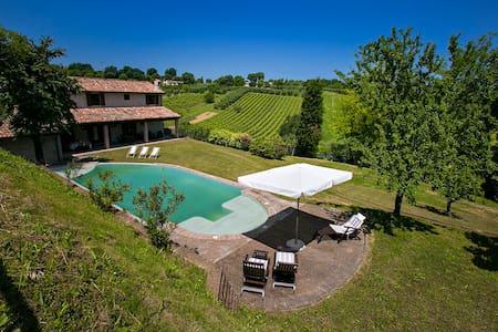 Villa vista mare collina barbecue piscina 10 pax - Villa