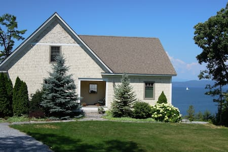 Button Bay-3 rms, 2 ba in house on lake - Vergennes - Bed & Breakfast