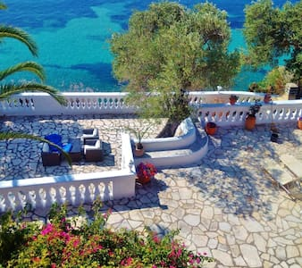 Gerekos Villa & its private beach - House