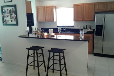 2bedroom, walk to beach & shopping! - Naples - House