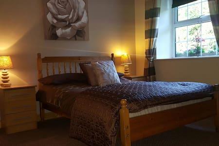 Country Cottage B&B En suite  room. - Kells