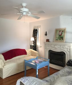 Comfortable Cottage in Convenient Location - Roanoke - Hus